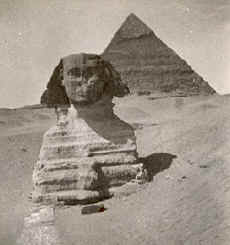 Photo of sphnix and pyramid in 1903.